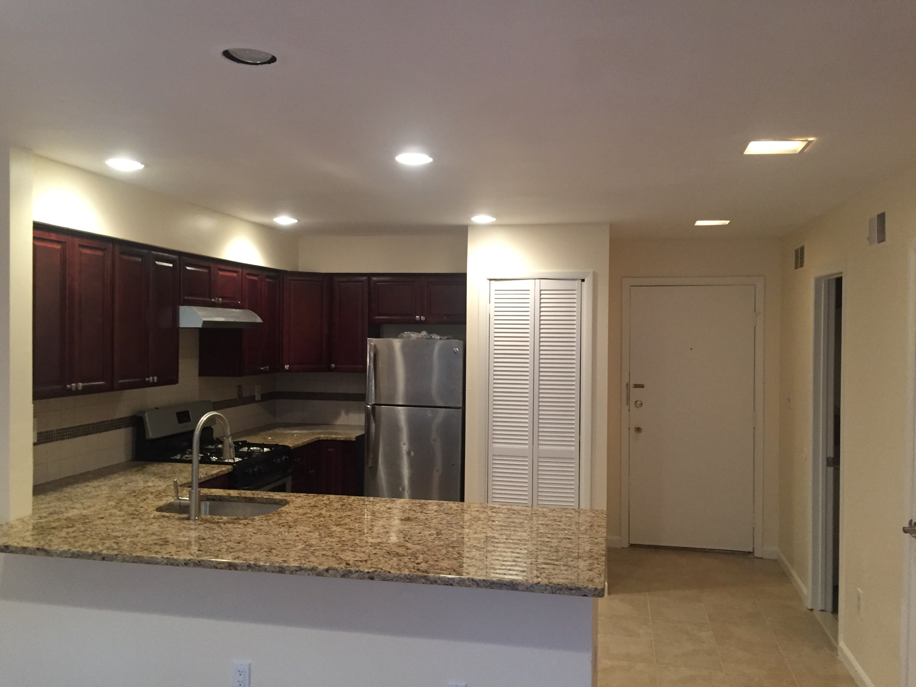 luxury gut renovated one bed apartment in harmon cove townhouses