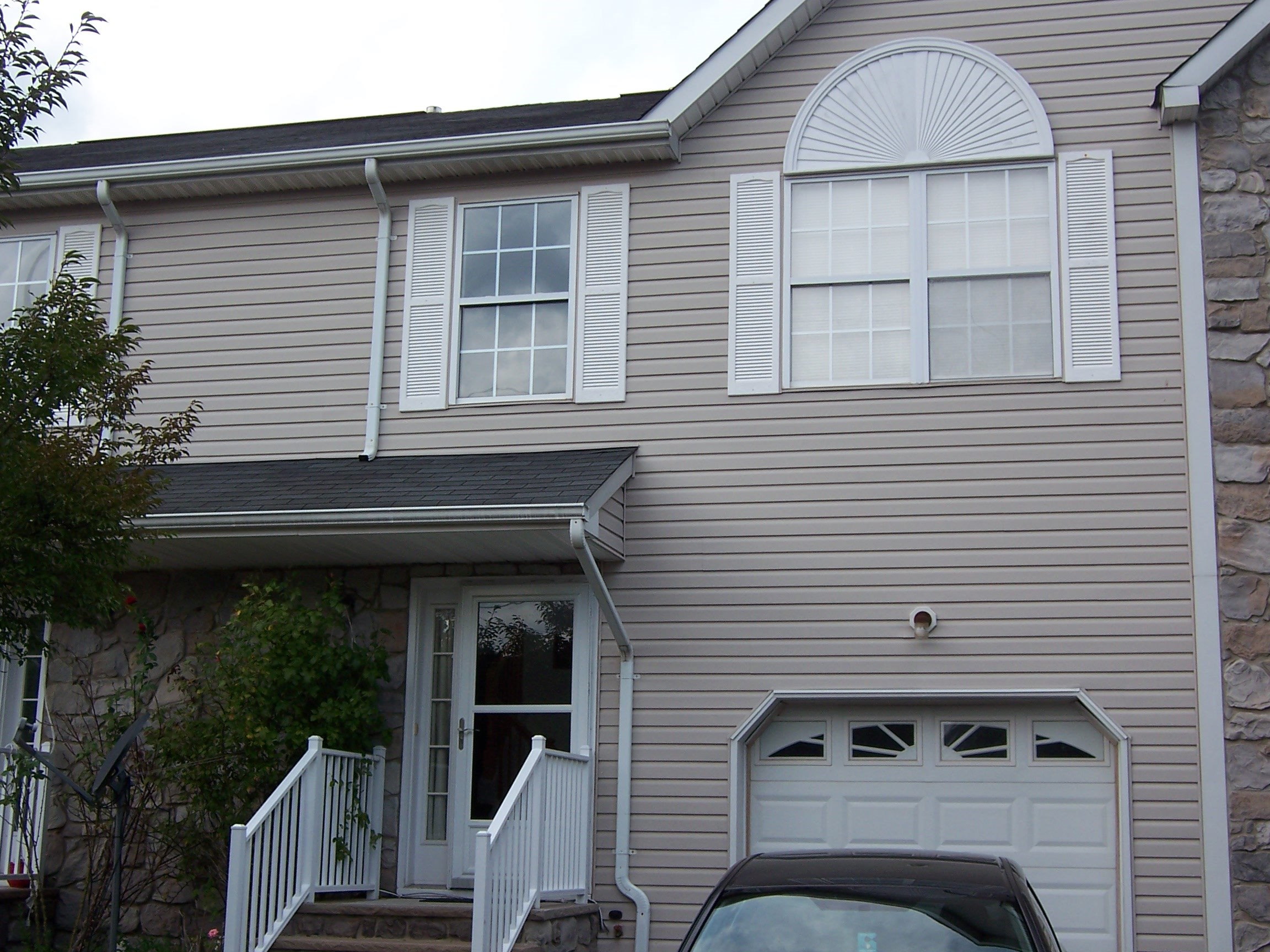 Beautiful 3 Bedroom 2 5 Baths Townhouse Located Near Easy Access To Shopping