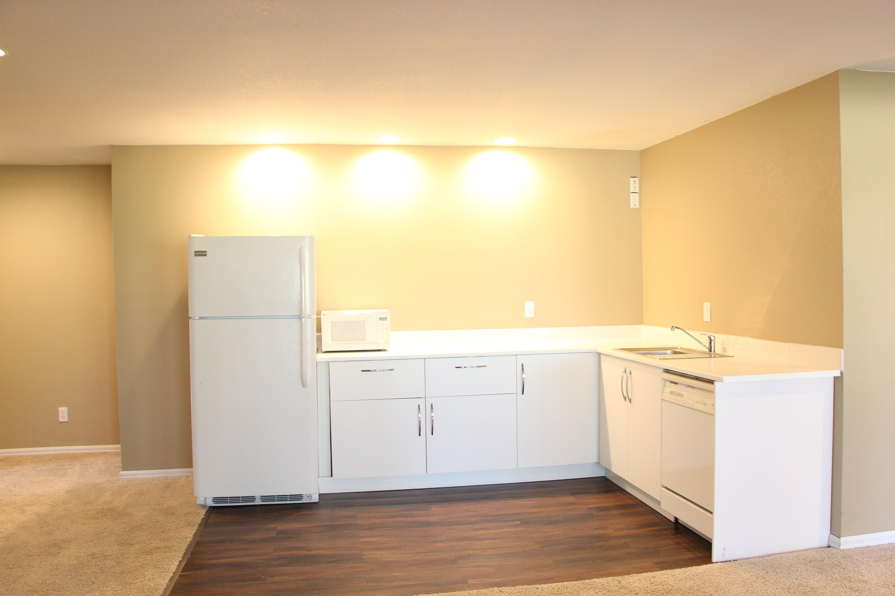 beautiful new 1 bedroom basement apartment large den