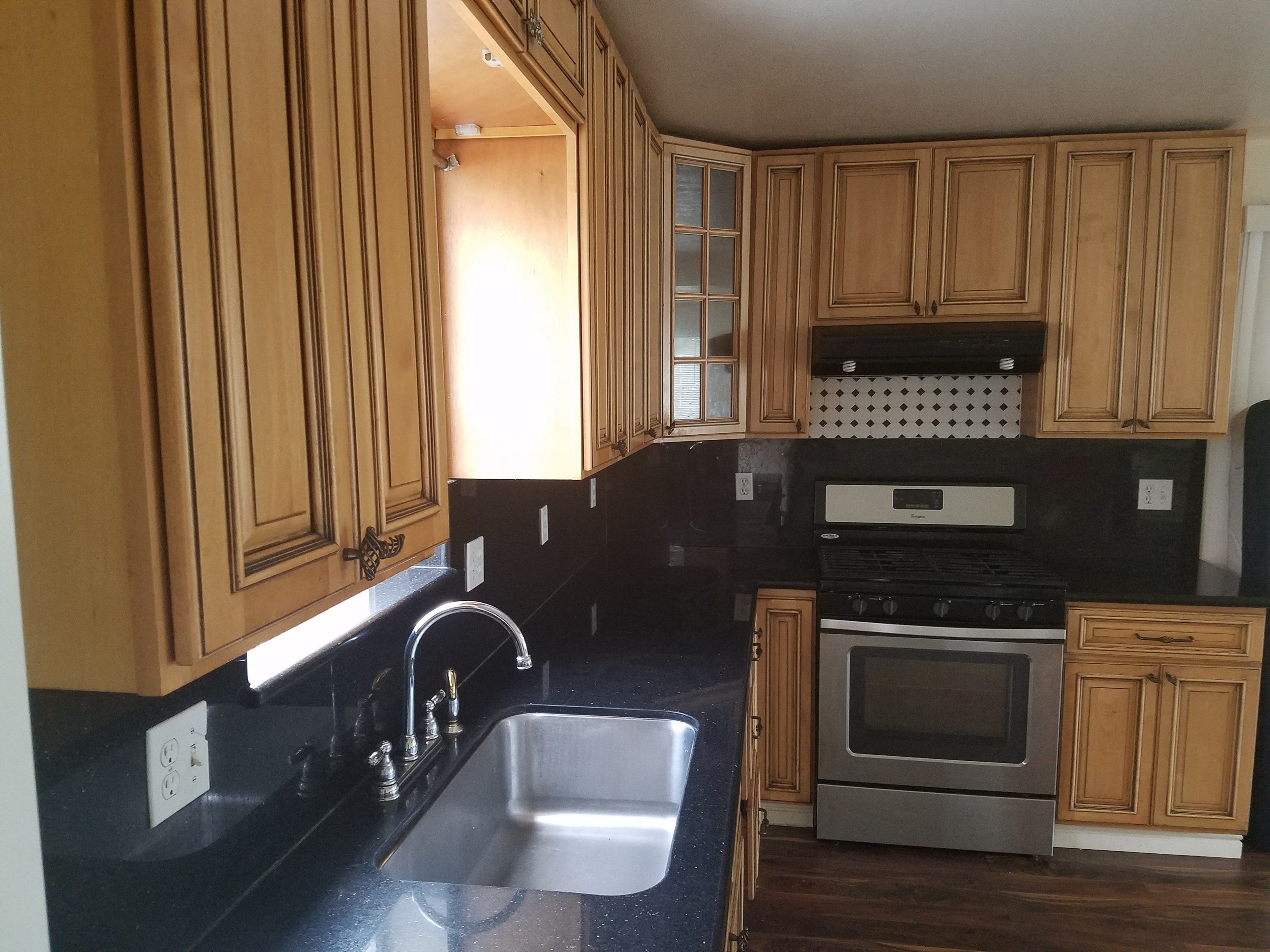 5 bedrooms 25 bath unit available for rent