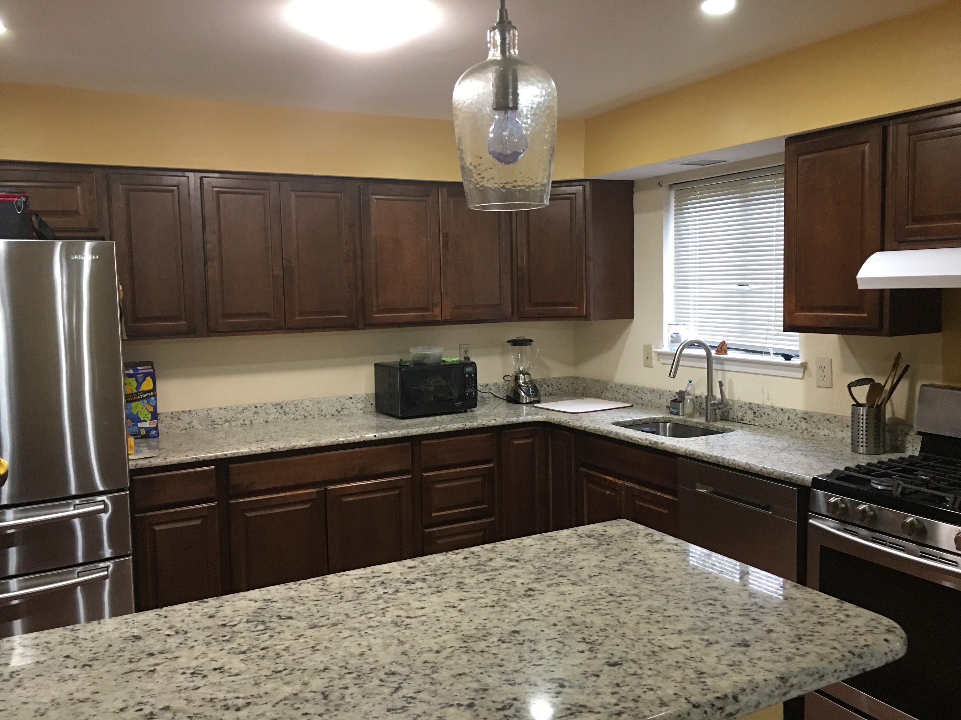 3 bed 2 5 bath townhome edison near train station 3 bhk for 4 kitchen court edison nj