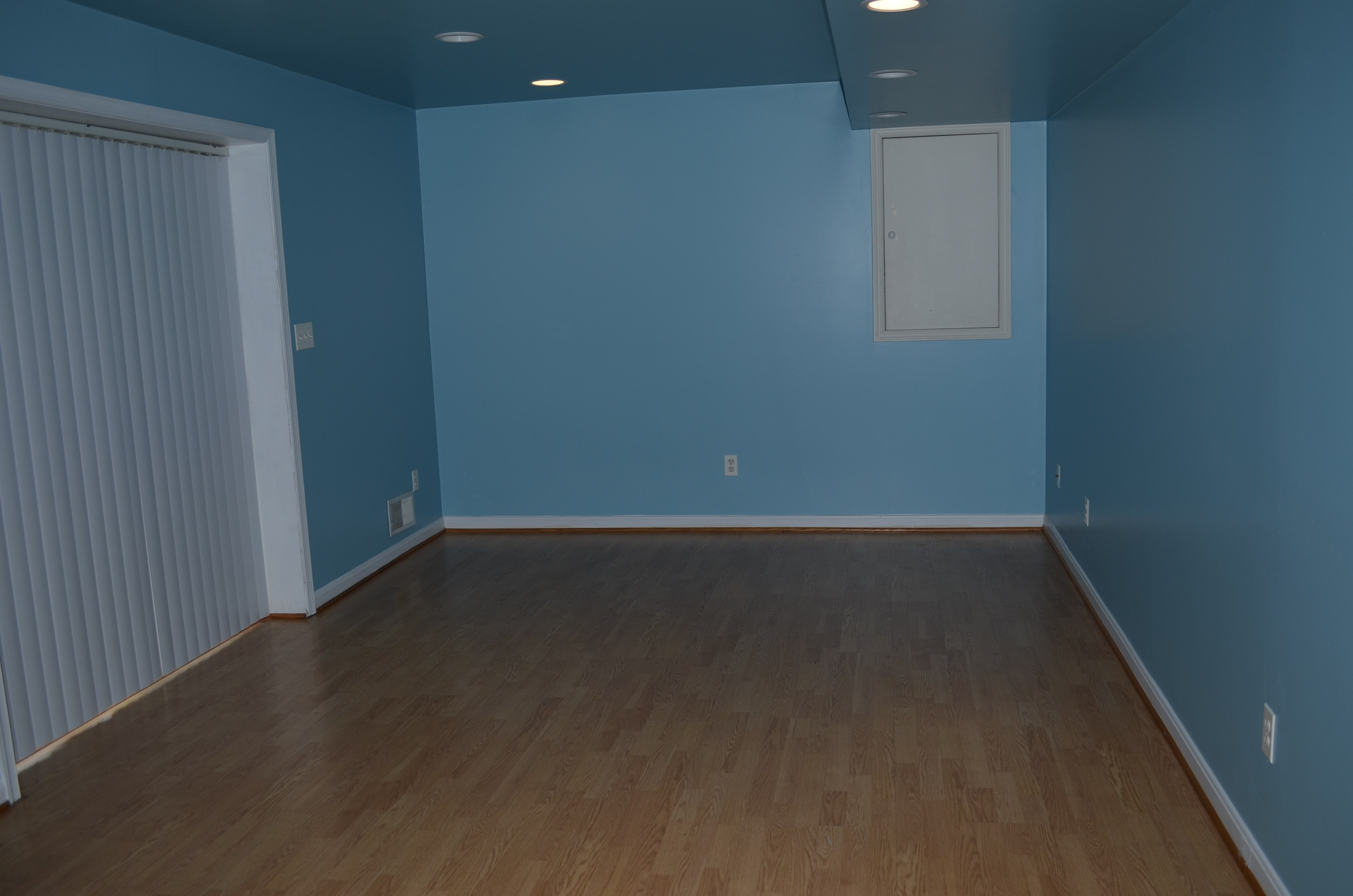 1BR, 1BATH, FULL KITCHEN BASEMENT APARTMENT WITH PRIVATE DRIVEWAY IN  ELKRIDGE, MD (