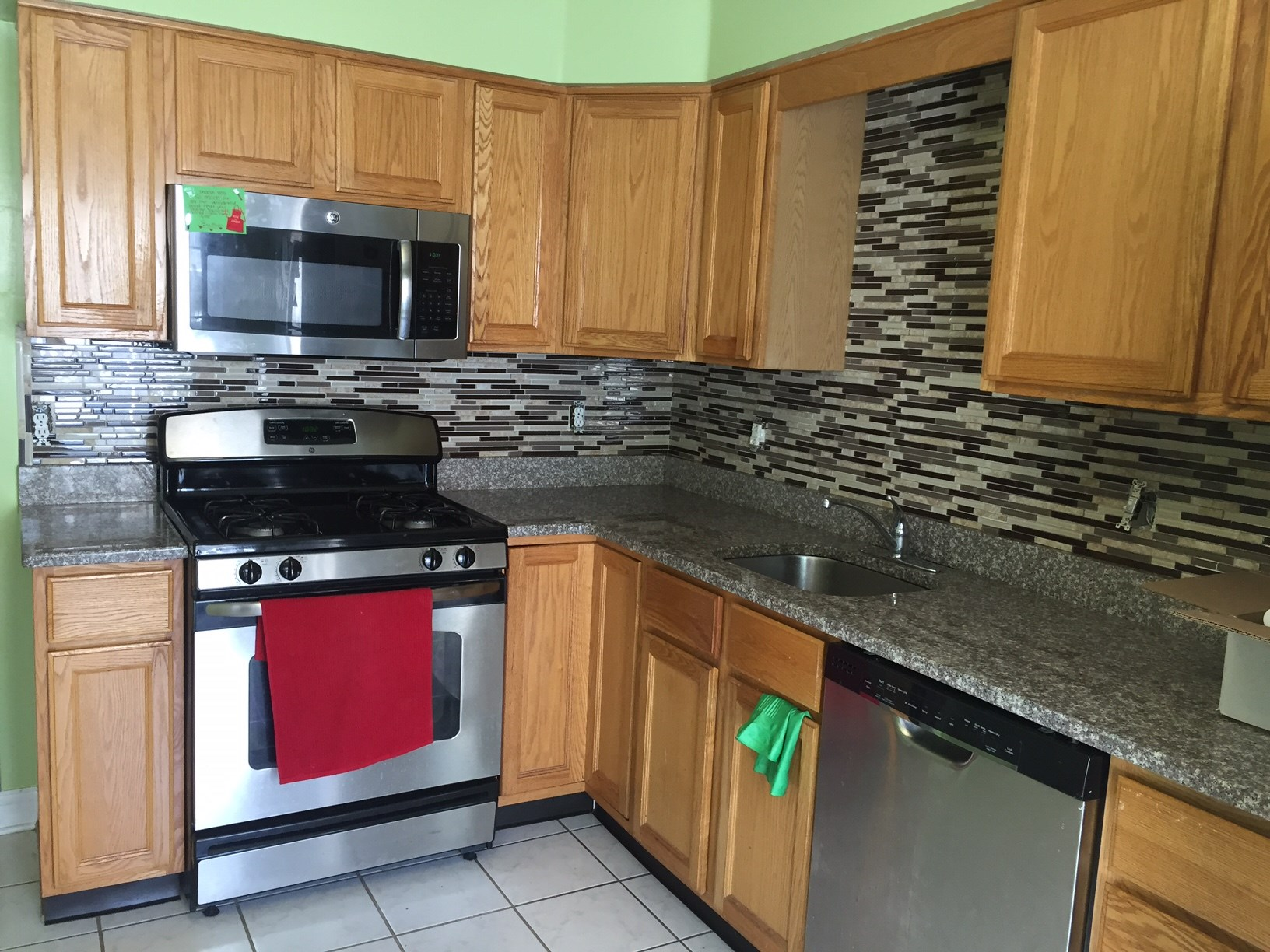 spacious 2 bedroom 1 5 bath townhouse with finished basement