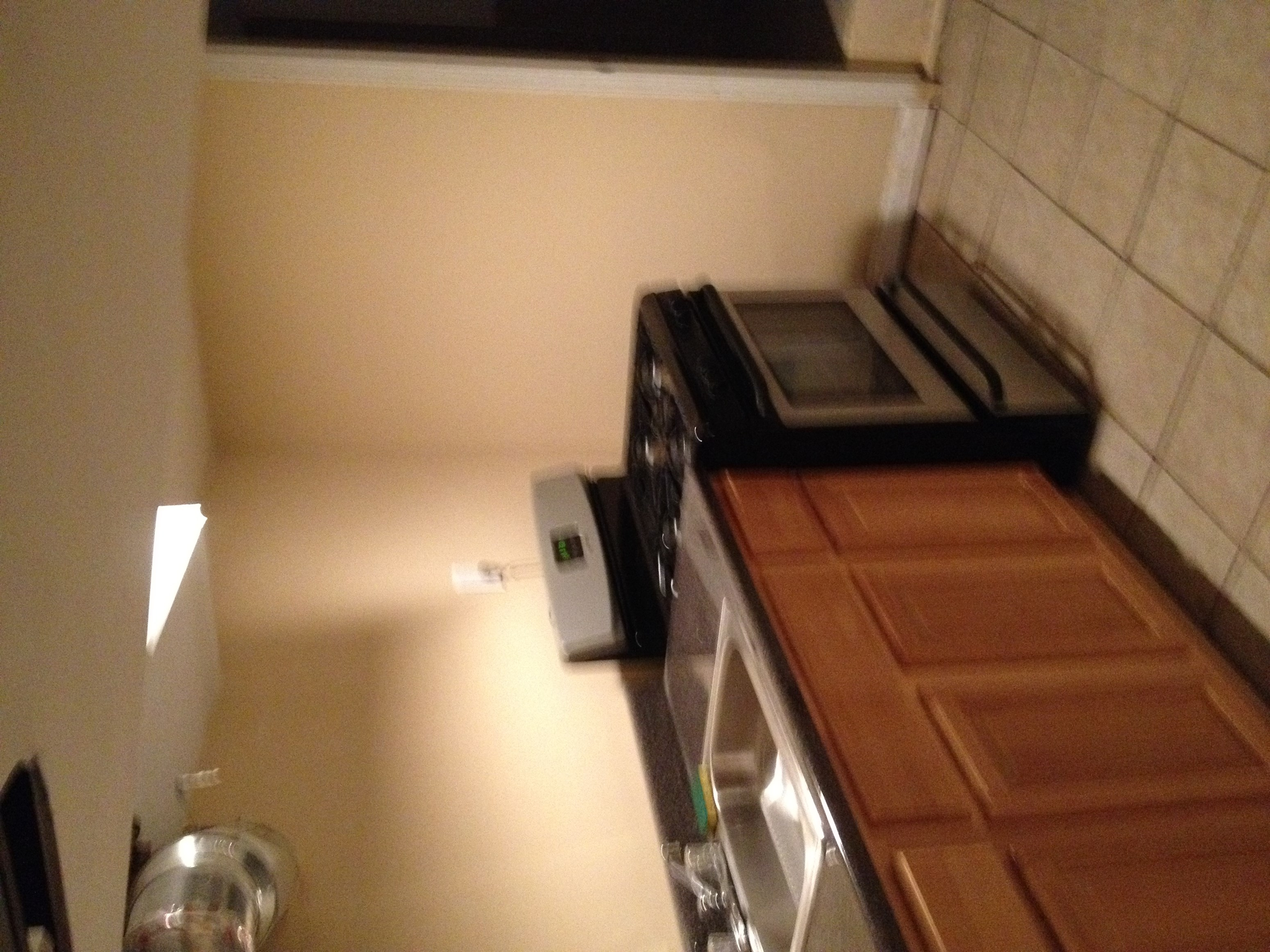 Completely Furnished Apartment 2 Blocks Away From JSQ Path ALL  Utilities Included   Image 2. Completely Furnished Apartment 2 Blocks Away From JSQ Path ALL