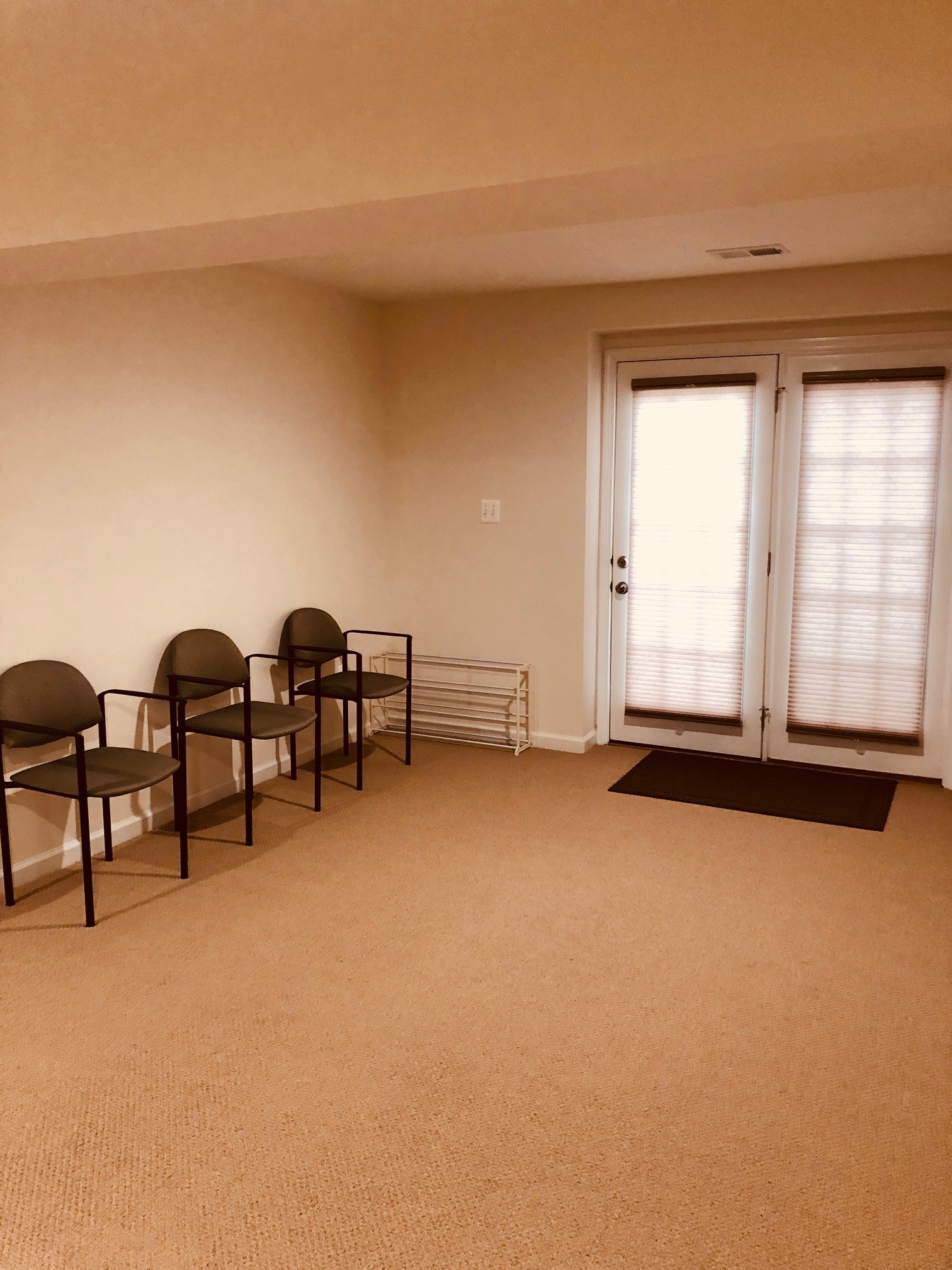 ... Studio Style Basement Apartment ** Separate Entrance ** Utilities  Included * ...