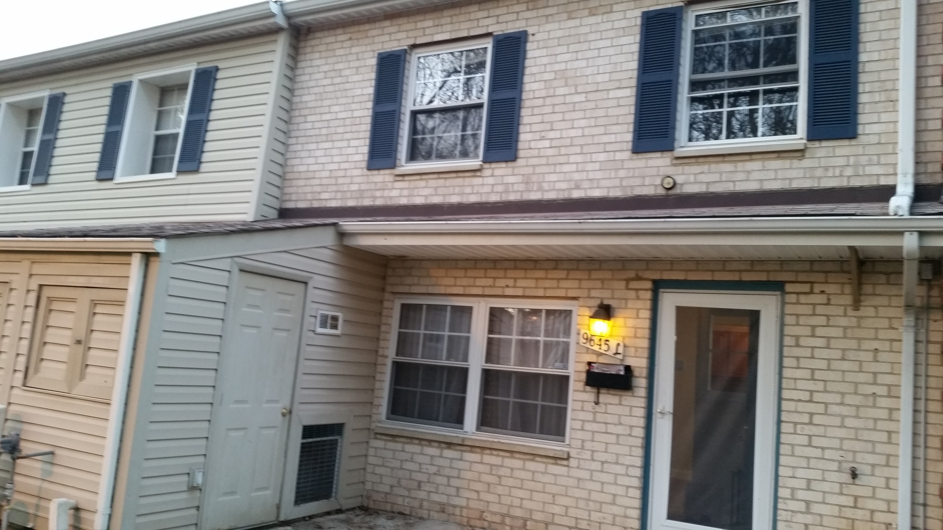 2 Level Condo With 1.5 Bath In Howard County
