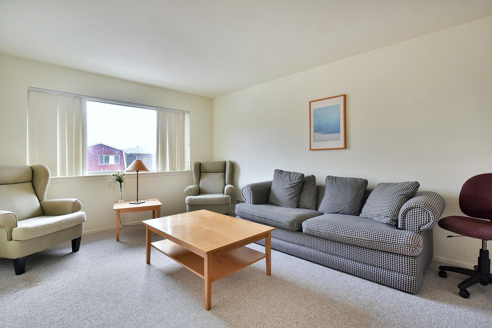 2-bed/2-bath, Apartment Available W/ Large Living Room, Walk To ...