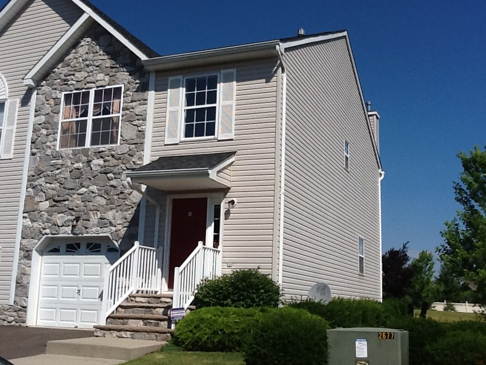 Beautiful Townhouse With 3 Bedroom 2.5 Baths