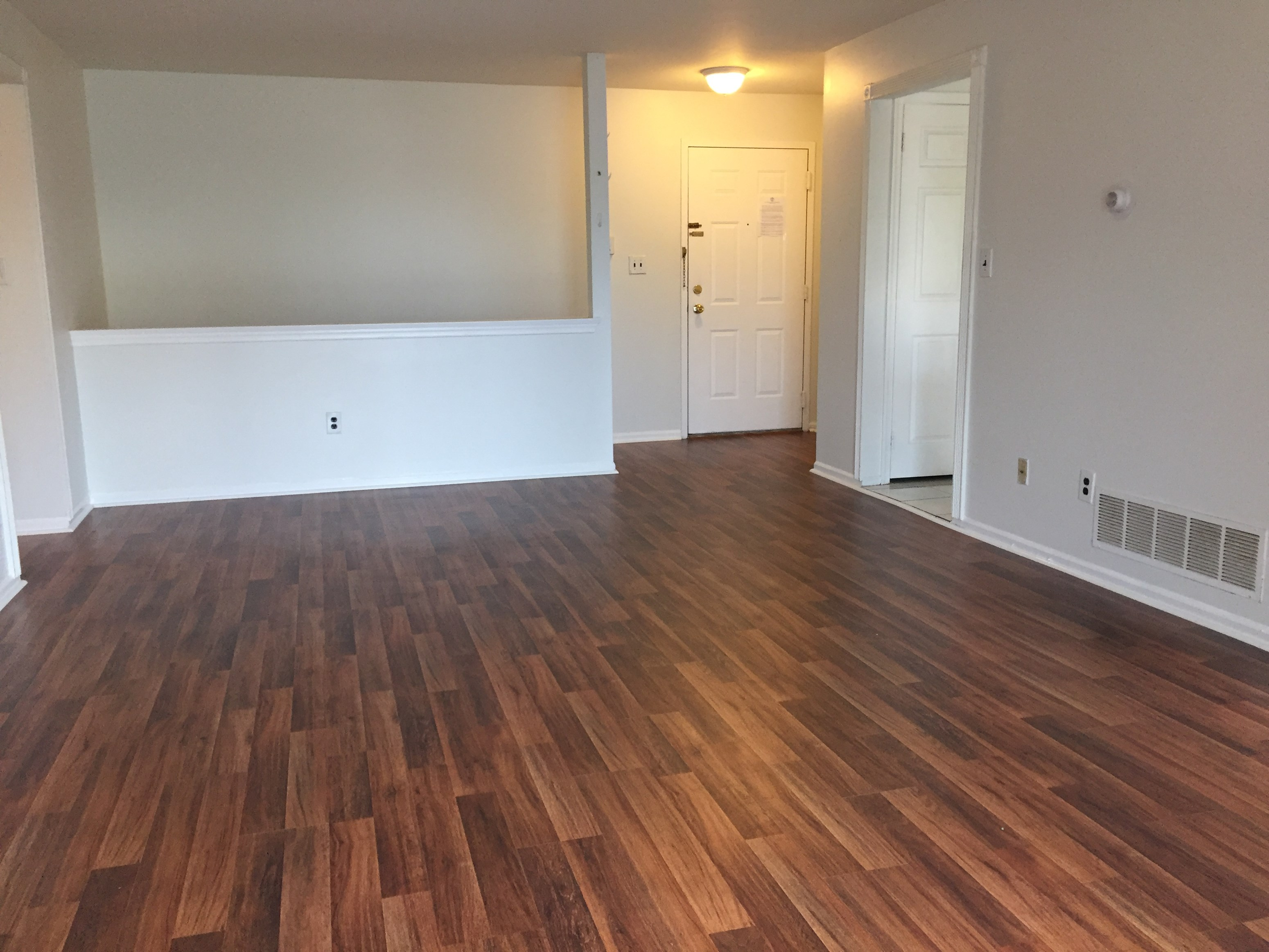 Edison - Spacious 3BR Townhouse For Rent - 10 Min Walk To