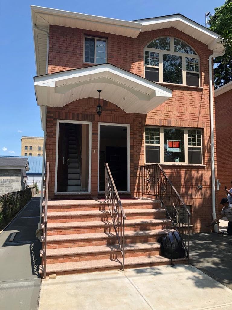 Surprising 3 Bedroom Apartment To Rent In Queens Village Ny 3 Bedroom Download Free Architecture Designs Intelgarnamadebymaigaardcom