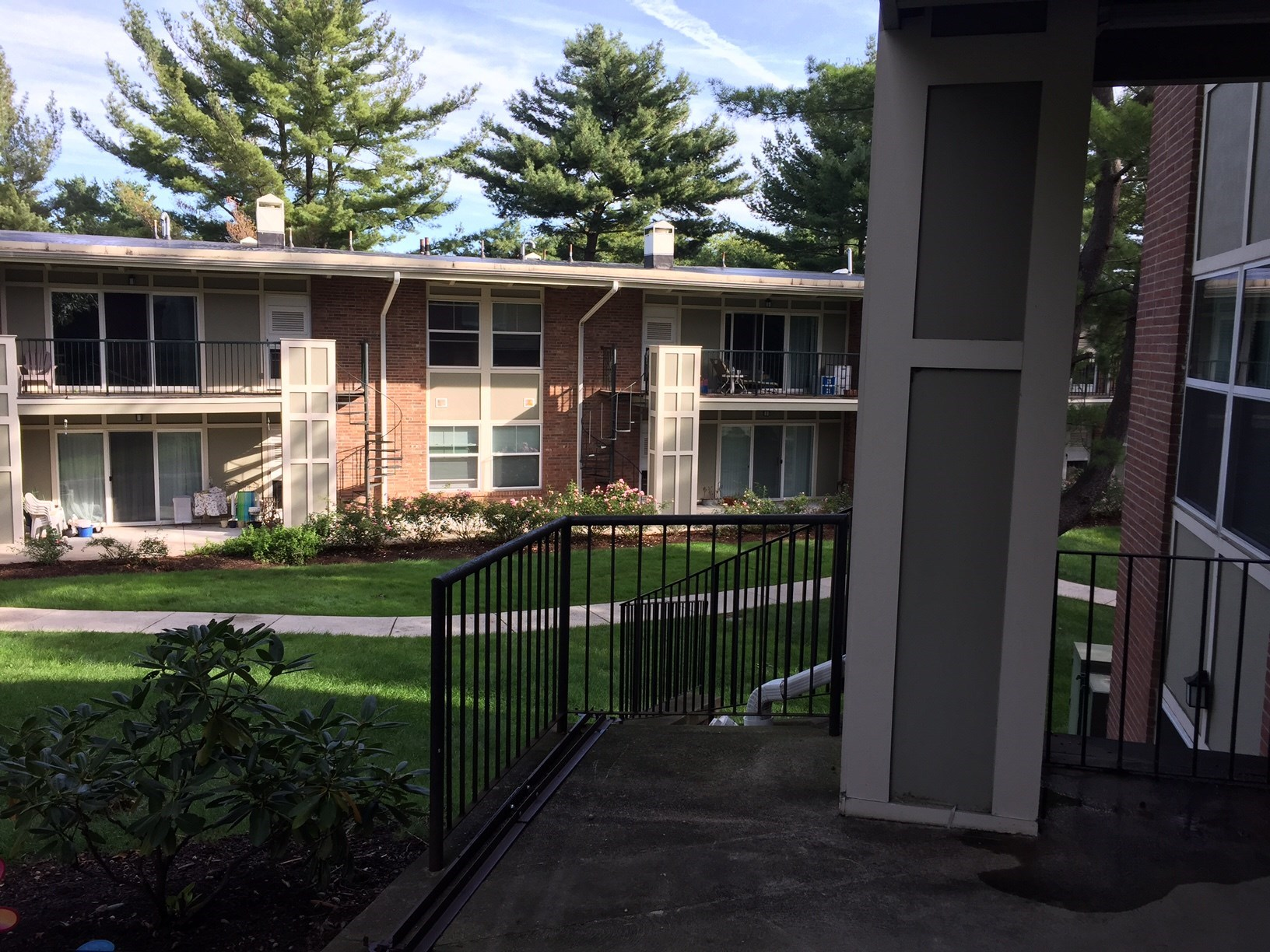Shared Room Is Available In A 2bhk Apartment In Eaves North Quincy 3 Minutes Walk From North