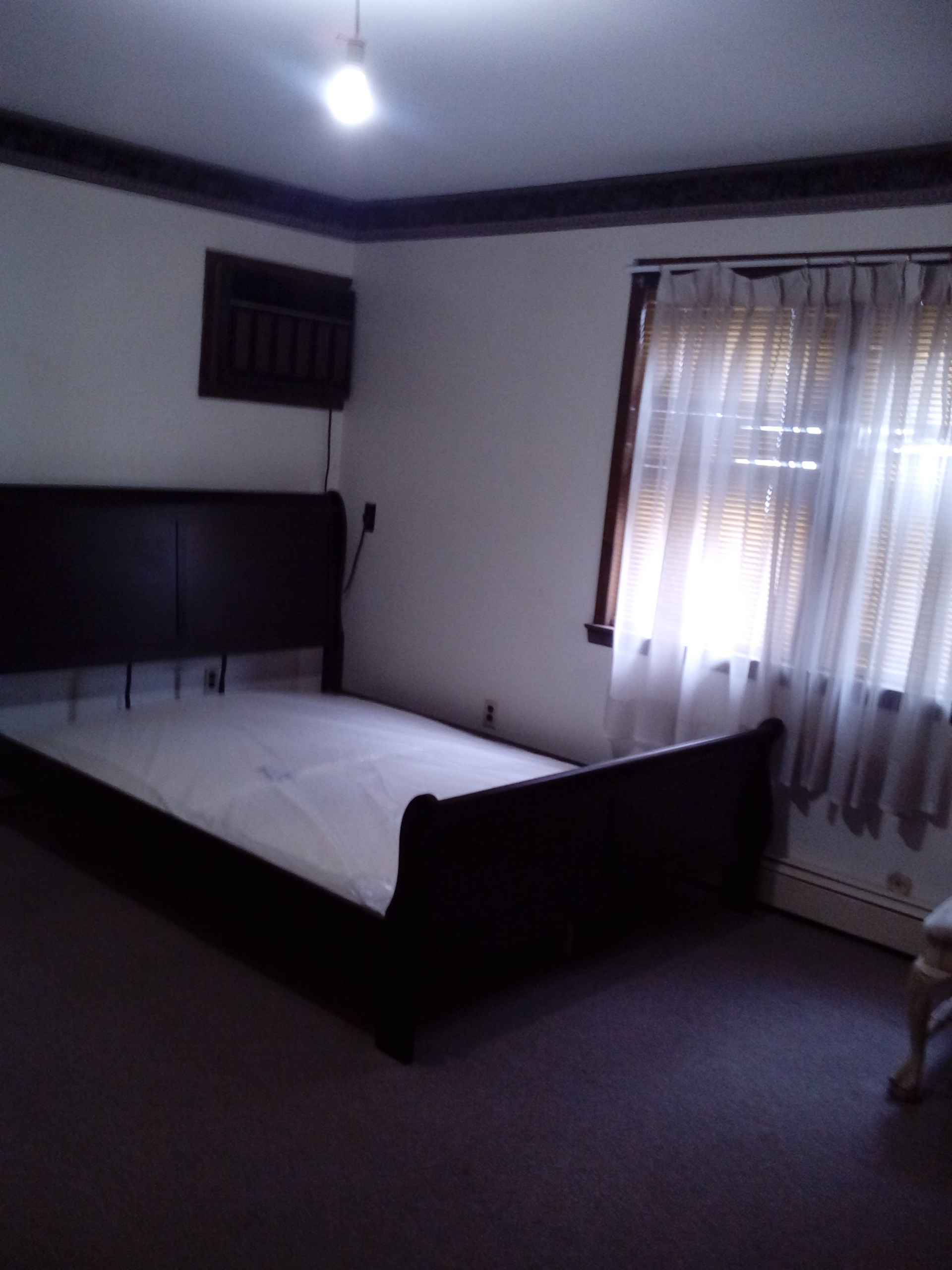 1 master bedroom suite with an attached bathroom in jersey for Master bedroom with attached nursery