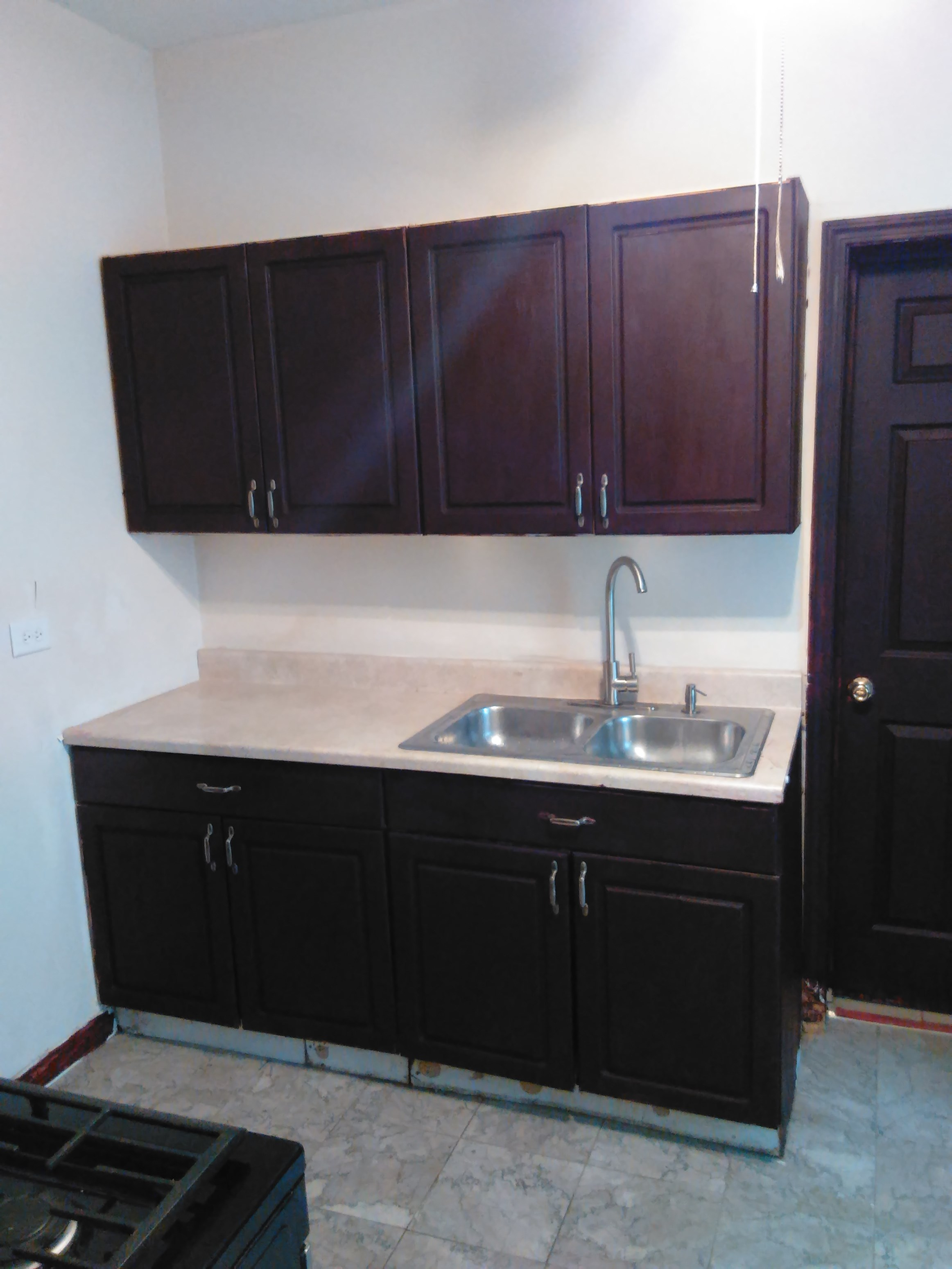 beautiful newly renovated shared rooms available at 350 person in