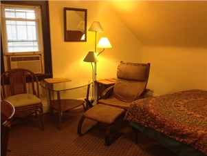 excellent wifi room in shared home 5 min drive to univ circle - Single Wall Apartment 2015
