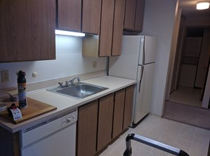 $775 / 2BR   960ft2   Looking To Rent One Complete Room